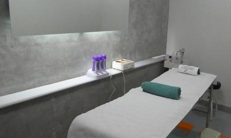Sesión de limpieza facial con tratamientos a elegir desde 12,95 € en Clínica Menéndez Pelayo