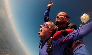 Atmos Paraquedismo: Salto de paraquedas (duplo) para 1 ou 2 pessoas + fotos em CD com Atmos Paraquedismo – Piracicaba