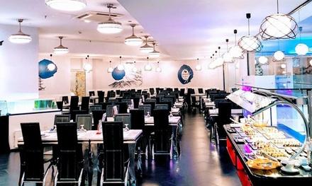 Buffet de sushi y postres, tres platos y dos bebidas, para 2 personas en Umami Sushi (con 16% de descuento)