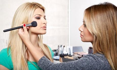 Curso online de maquillaje social con opción a curso de peinados, acabados y recogidos desde 6,90 € con Curso Fácil