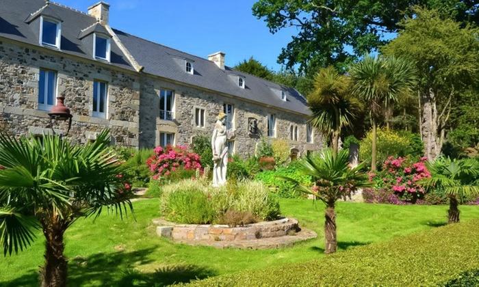 Château du Val - Planguenoual: Bretagne : 1 ou 2 nuits avec petit déjeuner, apéritif gourmand et accès Spa en option au Château du Val pour 2 personnes