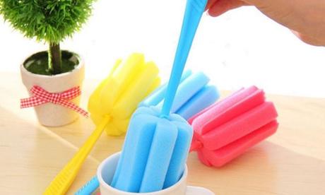 Hasta 4 cepillos con esponja y mango de plástico