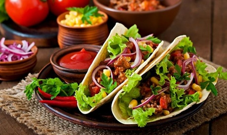 Menú degustación mexicano para 2 o 4 con entrantes, tacos, postre y bebida desde 24,95 € en Nano el Mexicano