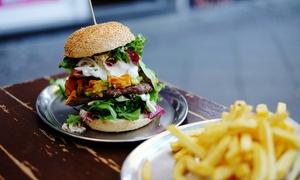 ALBERGHETT PUB: Menu hamburger con tagliere di salumi, dolce e birra media per 2, 4 o 6 persone da Alberghett Pub (sconto fino a 67%)
