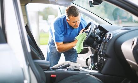 Lavado a mano coche y opción a limpieza de llantas y/o limpieza de tapicerías y motor desde 9,95€ en Autolavado Deluxe