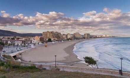 Oropesa del Mar: hasta 7 noches en apartamento para 4 personas en primera línea de playa en Apartamentos Bernat