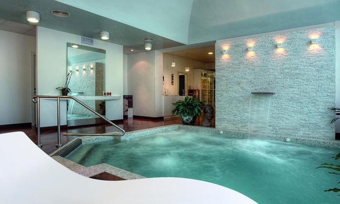 Hotel Villa Dei Tigli 920 Liberty Resort - Rodigo: Mantova: fino a 3 notti per 2 persone con accesso Spa, colazione e cena all'Hotel Villa Dei Tigli 920 Liberty Resort