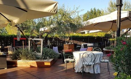 Tívoli: estancia en habitación doble estándar para 2 personas con desayuno y piscina en Hotel Cristallo