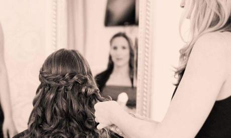 Waschen, Schneiden, Föhnen, Kur opt. mit Augenbrauen zupfen bei Claudia Goldbach Hair Art in Haar
