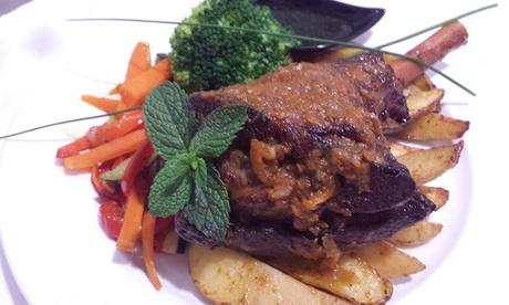 Menú gourmet de cena para 2 o 4 con entrante, principal, bebida y postre o café desde 14,95 € en Restaurante Svarog