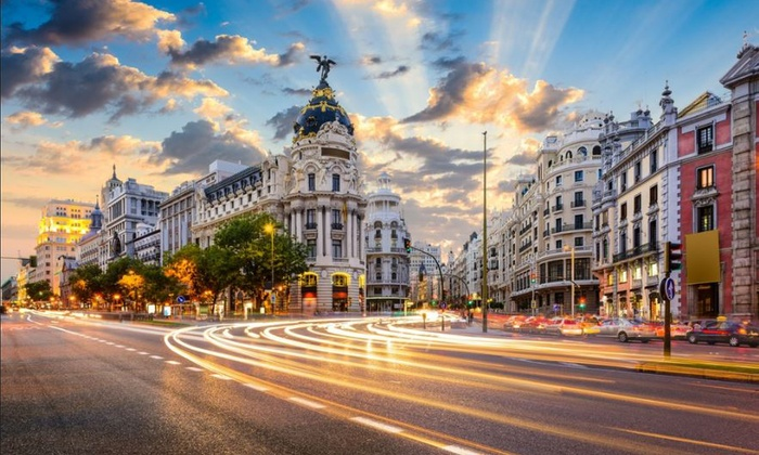 Los Olivos - Los Olivos: Madrid: 1 o 2 noches para 2 con desayuno, detalle de bienvenida y late check-out en Hotel Los Olivos