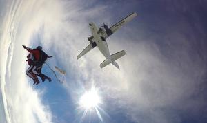 Olimpic Skydive: Skok ze spadochronem w tandemie dla 1 osoby za 649 zł z firmą Olimpic Skydive (zamiast 749 zł)