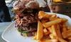 Gourmet-Burger mit Pommes & Salat