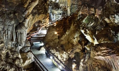 Frigiliana: 1 o 2 noches con desayuno, cena y entrada para las Cuevas de Nerja para dos en Hotel Villa Frigiliana