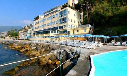 Sanremo: 1 o 2 noches en habitación con vistas al mar para 2 con desayuno o media pensión en Hotel Le Rocce del Capo