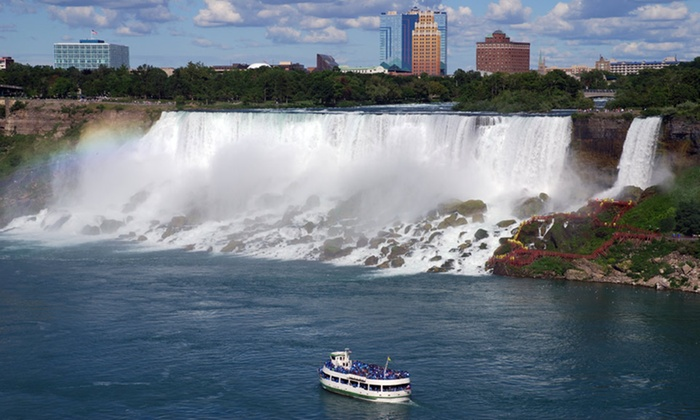 Crowne Plaza Niagara Falls - Buffalo: Stay with Wine Tours, Dining Credit, and Casino Credit at Crowne Plaza Niagara Falls in Ontario