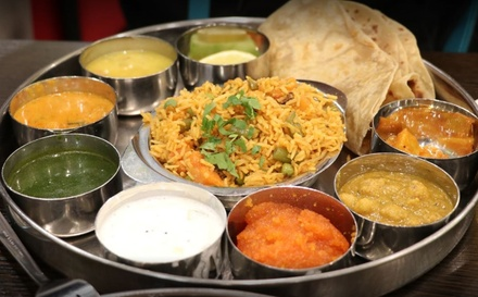 Saravana Bhavan Den Haag: vegetarisch Indiaas 2 gangenmenu aan t Noordeinde