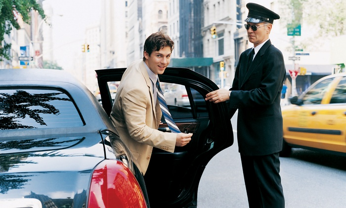 Sahara Limo - San Mateo Park: One-Way or Round-Trip Ride to San Francisco International Airport from Sahara Limo (55% Off)