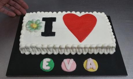 Tarta decorada de hasta 16 porciones desde 19,95 € en Starta Pastelería Artística