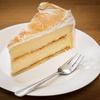 Hausgemachter Kuchen mit Getränk