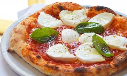 Menu pizza napoletana a scelta con dolce e caffè per 2 o 4 persone alla Pizzeria Ristorante Capri (sconto fino a 56%)