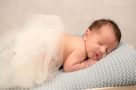 Sesión de fotos en estudio para embarazada con opción para bebé o familiar y fotos impresas desde 29,95€ en Iphotography