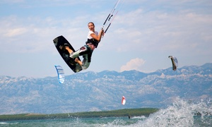 Free Spirits: 3 lezioni di kitesurf da 40 minuti per una o 2 persone con Free Spirits (sconto fino a 77%)