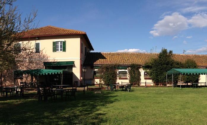 Pernottamento, pranzo o cena ed escursione in bici sull'Appia Antica per 2 persone al Casale Appio (sconto fino a 67%)