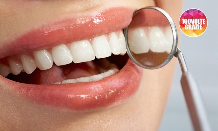 Studio Dentistico Mansueti Roberto - Studio Dentistico: Visita, pulizia, sbiancamento, smacchiamento e otturazione (sconto fino a 80%)
