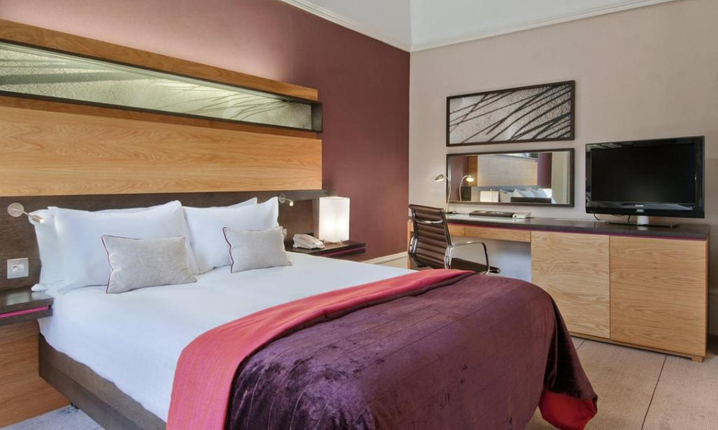 Edinburgh: Compact, Double or Deluxe Double Room for Two with Breakfast Optional Dinner at Edinburgh Grosvenor Hotel