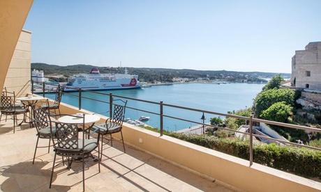 Menorca: habitación doble premium con desayuno, terraza y jacuzzi privado para 2 personas en Catalonia Mirador des Port