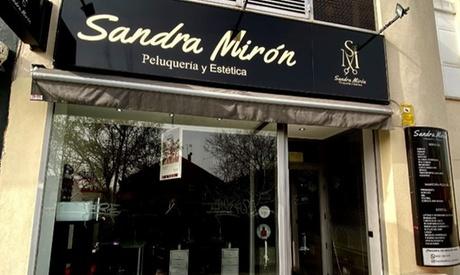 Sesión de lifting y tinte de pestañas con opción a diseño y depilación de cejas en Sandra Mirón Peluquería y Estética