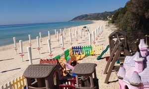 Itinera Beach: Ingresso spiaggia in settimana o weekend per 2 o 4 persone a Itinera Beach (sconto fino a 65%). Valido in 2 stabilimenti