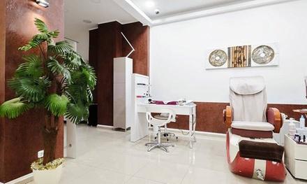 Klassische Maniküre oder Pediküre in der Paradiso Beauty Lounge (bis zu 44% sparen*)