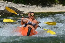 Canoë Ardèche Bateaux: Descente en canoë sur un parcours de 8 ou 32 km pour 2 ou 4 personnes dès 30 € avec Canoë Ardèche Bateaux