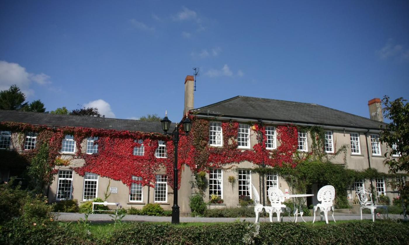 Brecon Beacons: Double Room for 2 with Breakfast and Optional Dinner, Wine and Afternoon Tea atTy Newydd Country Hotel