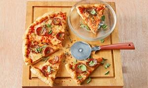 Four Seasons Café: 3-Gänge-Menü mit Pizza oder Pasta für 2 oder 4 Personen inkl. Getränk bei Four Seasons Café (bis zu 45% sparen*)