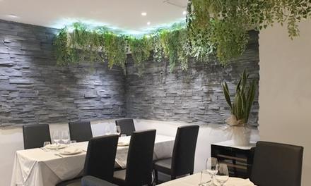 Menú romano con entrante, primero, segundo, postre y bebida en Romántico Restaurante (hasta 57% de descuento)