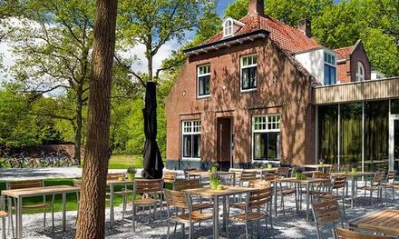 Nabij Utrecht: standaard kamer met ontbijt, servicepakket en naar keuze driegangenmenu bij Designhostel Stayokay Soest