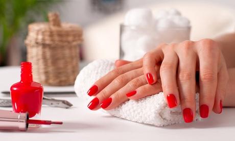 2 sesiones de manicura y pedicura o manipedicura en Lauras Beauty (hasta 67% de descuento)
