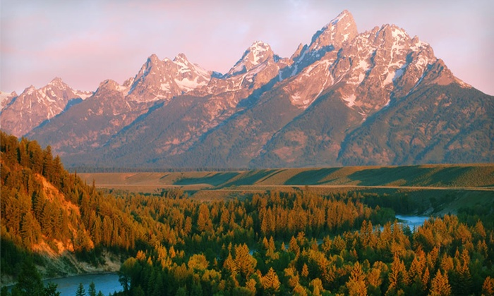 null - Rio Grande Valley: Stay at Jackson Lake Lodge in Moran, WY; Dates into October Available