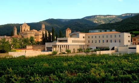 Poblet: hasta 5 noches para 2 con desayuno, visita a museo y descuento o visita a monasterio en Hostatgeria de Poblet