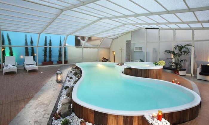 Ingresso Spa, piscine d'acqua dolce o salata, scrub, massaggio, cena alla Beauty Farm Manzoni (sconto fino a 71%)