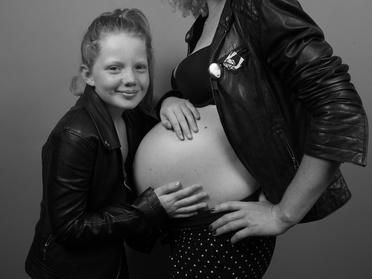 1h de shooting grossesse ou naissance avec 2 photos HD à 19,90 € chez Stéphanie Rousselle