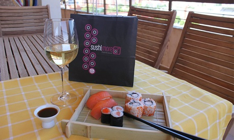 Sushimore: Menú de sushi para llevar para dos personas desde 19,90 € en Sancho el Sabio Oferta en Groupon