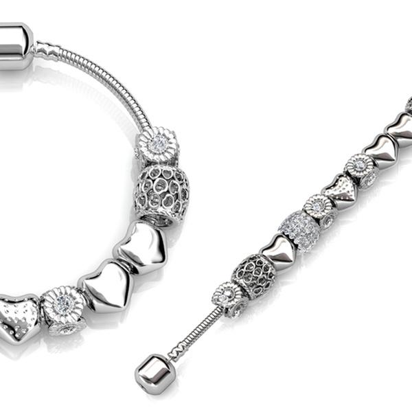 Hasta 4 pulseras con adornos y cristales de Swarovski® chapadas en oro de 18 Ct.