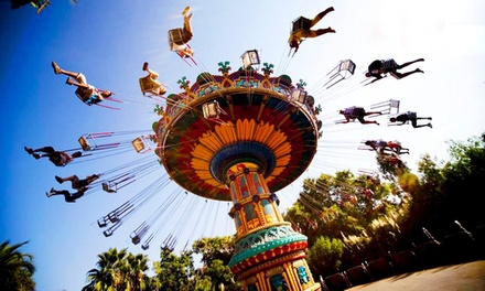 Sevilla: hasta 5 noches para 3 con entradas al parque de Isla Mágica y desayuno en el Hotel Plaza Santa Lucía