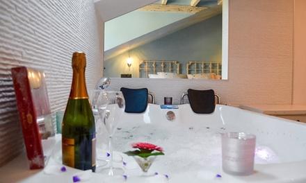 Cantabria: 1 o 2 noches para 2 personas en suite con jacuzzi, desayuno, cava y bombones en Suites con Jacuzzi Santillana