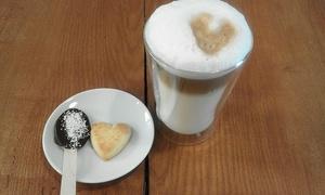Choclatte Coffeeshop: Großes Heißgetränk mit Schokoladenlöffel und Snack für 1-4 Personen im Choclatte Coffeeshop (bis zu 59% sparen*)