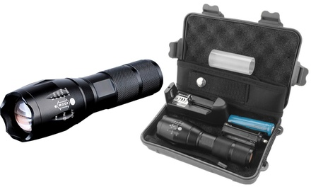 Militär-LED-Taschenlampe mit 5x Zoom in Schwarz odermit Zubehörbox inkl. Versand (Frankfurt)